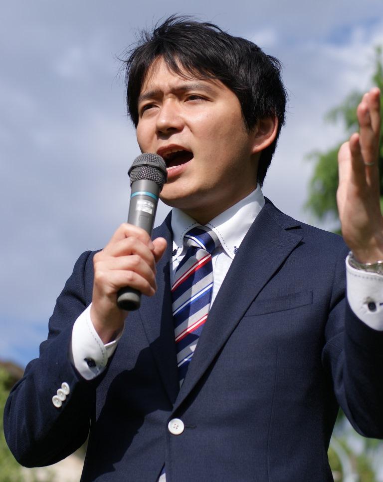 http://yamadakohei.jp/blog_upfile/%E4%B8%8A%E4%BF%9D%E6%BC%94%E8%AA%AC%E5%86%99%E7%9C%9F.jpg