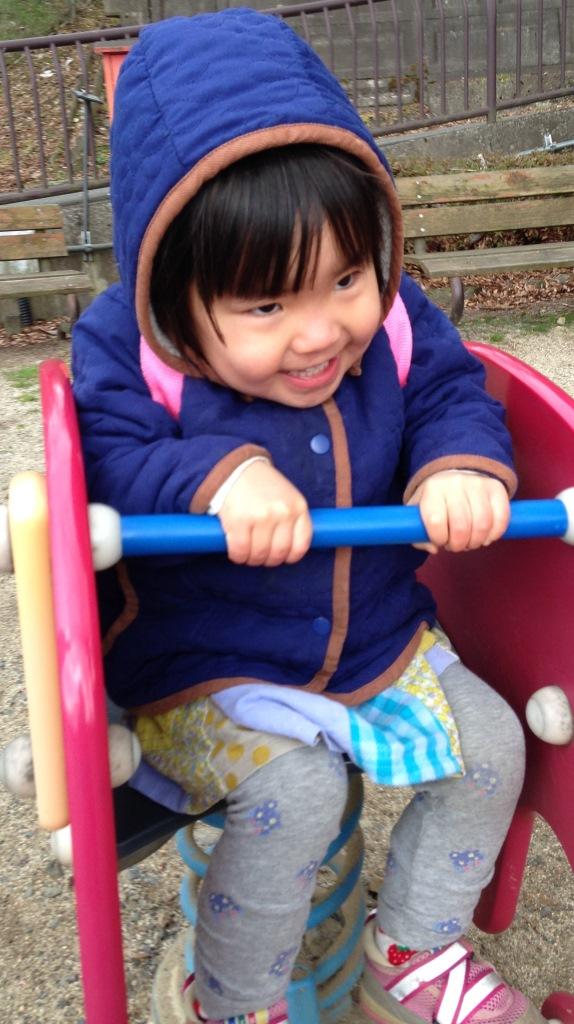 http://yamadakohei.jp/blog_upfile/%E5%85%AC%E5%9C%92%E3%81%A7%E3%81%AE%E4%B8%80%E3%82%B3%E3%83%9E.jpg