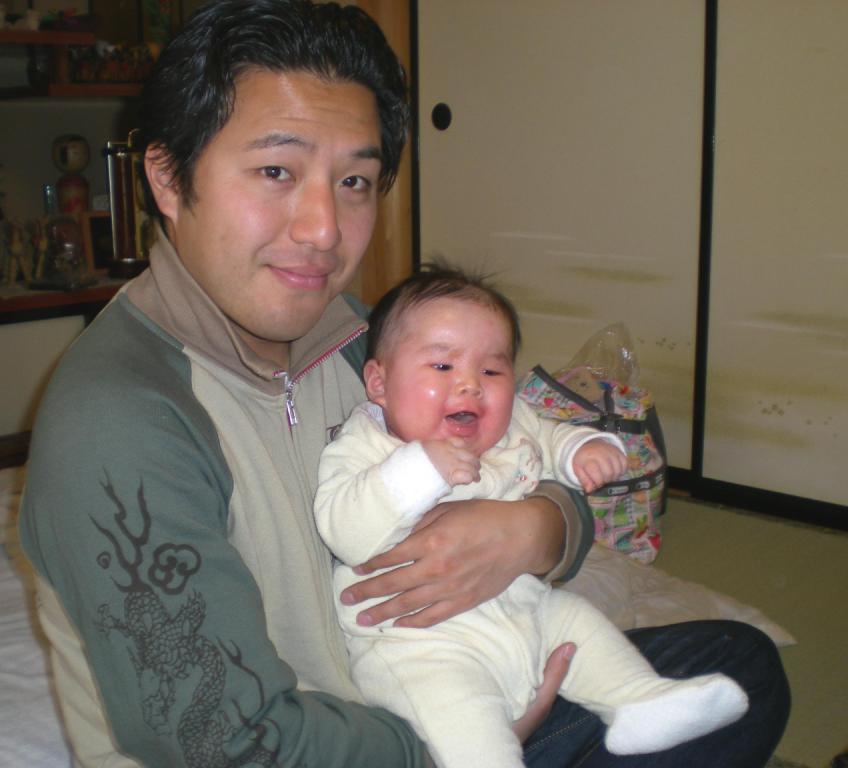 http://yamadakohei.jp/blog_upfile/%E5%AD%90%E3%81%A9%E3%82%82%E8%B5%A4%E3%81%A1%E3%82%83%E3%82%93%E5%86%99%E7%9C%9F.JPG