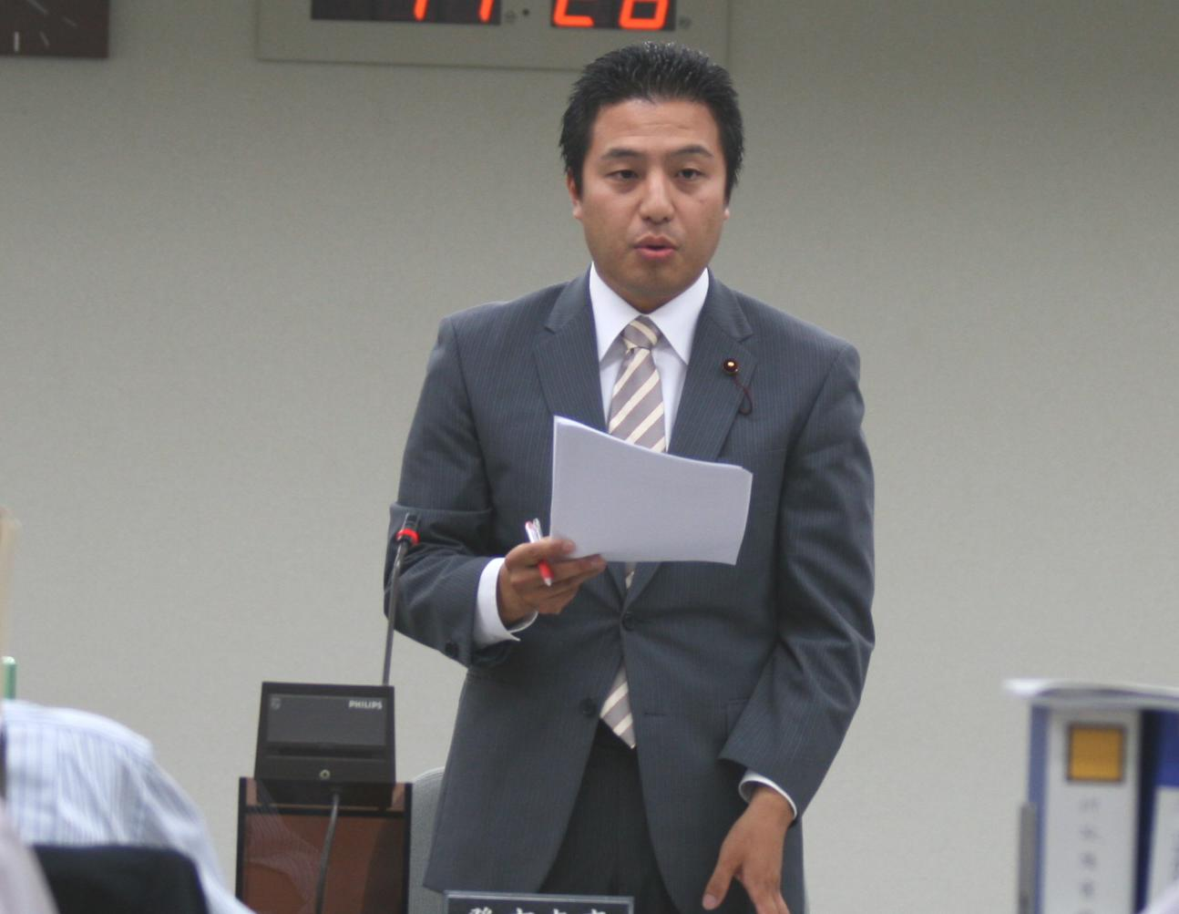 http://yamadakohei.jp/blog_upfile/%E6%B1%BA%E7%AE%972012.JPG
