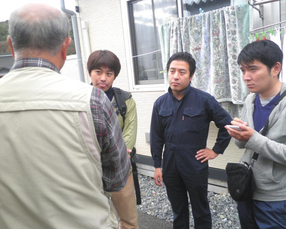 http://yamadakohei.jp/blog_upfile/%E8%A2%AB%E7%81%BD%E5%9C%B0%E6%94%AF%E6%8F%B4201211%E2%91%A1.JPG